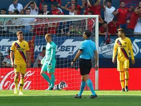 半场:巴萨0-1奥萨苏纳,巴萨机会寥寥,罗伯特-托雷斯破门