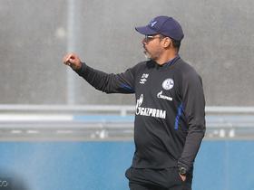 沙尔克主帅期待进攻球员进球:压迫和把握机会的能力很重要