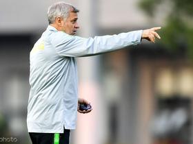 法媒:里昂有意邀请热内西奥重回球队出任主教练一职