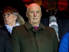 挪威国王受索尔斯克亚邀请会现场观战双红会,赛后将会见索帅