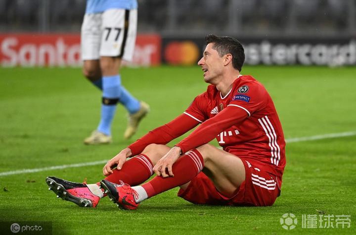 莱万欧冠淘汰赛阶段已打入26球,仅次于C罗和梅西